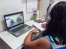 Falta de equipamento e dificuldade na conexão marcam primeiro ano de ensino remoto nas escolas estaduais de SP