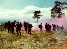 Hoje na História: 1965 - Primeiro contingente dos EUA desembarca no Vietnã
