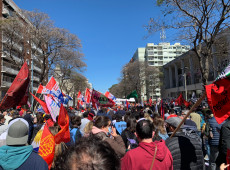 Uruguaios realizam greve geral contra medidas neoliberais de Lacalle Pou